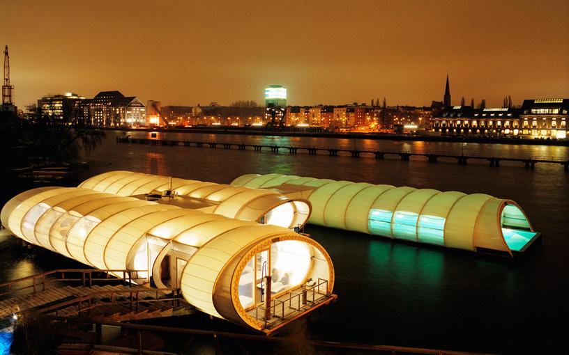 Комплекс Badeschiff. Wilk-Salinas Architekten. Берлин